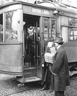 Фото №1 - История медицинской маски в картинках: от чумных докторов до наших дней