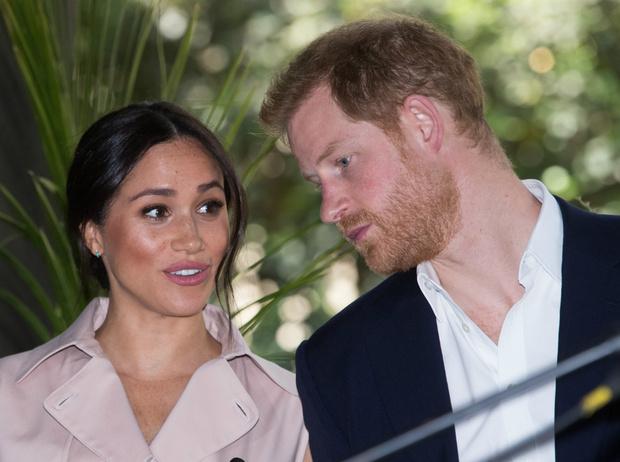 Фото №1 - Почему война Гарри и Меган с таблоидами – последнее, что сейчас нужно королевской семье