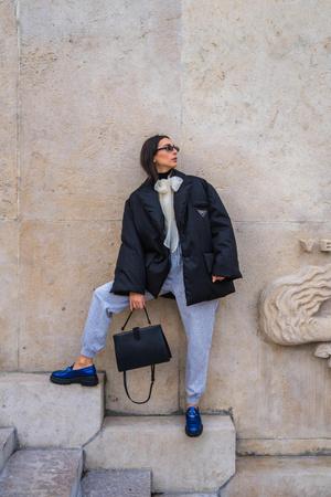 Фото №1 - Как носить спортивные штаны: четыре классных зимних образа
