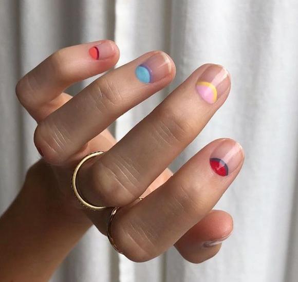Фото №5 - Пастельный маникюр для коротких ногтей: самые трендовые идеи