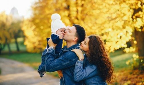 Фото №1 - Какие выплаты в Петербурге получат будущие мамы и семьи с детьми в 2019 году