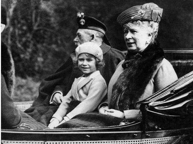 Фото №2 - Суровый опыт: как бабушка Елизаветы готовила ее к правлению страной