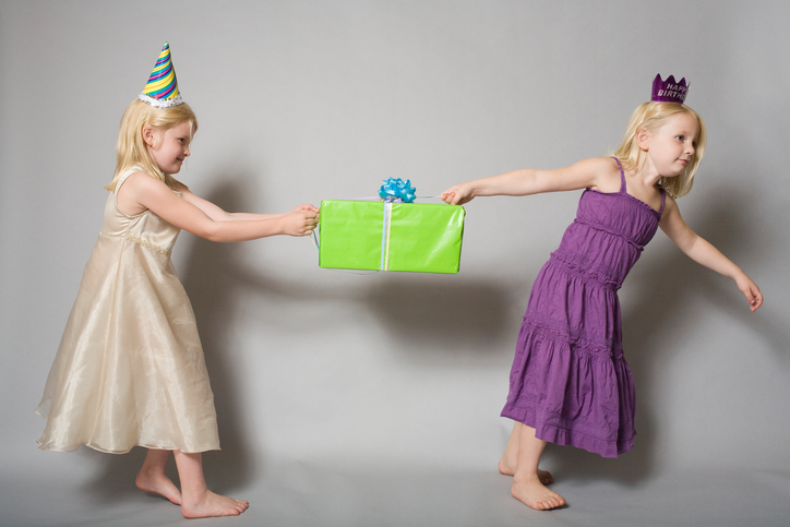 Фото №1 - 7 способов быстро помирить детей на празднике