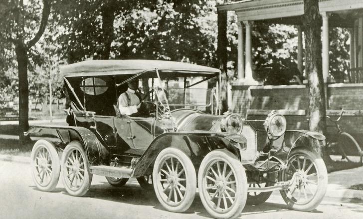 Фото №1 - Пятое не лишнее: 7 фактов о многоколесных автомобилях