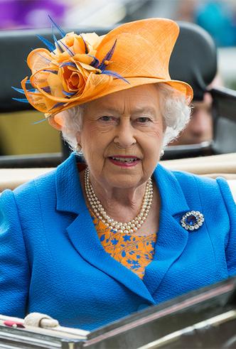 Фото №5 - Делайте ставки, господа: шляпки Королевы на Royal Ascot