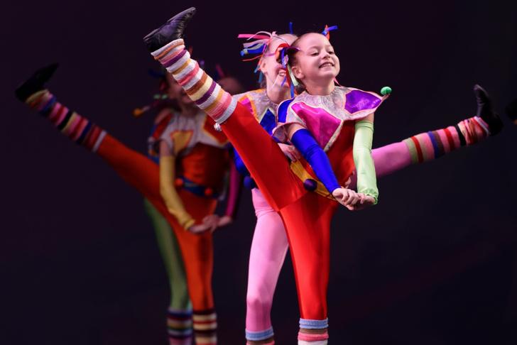 Фото №1 - Танцующие собаки, «сценический бой» и мастер-классы: лучшие события фестиваля «Мировые балетные каникулы» для детей