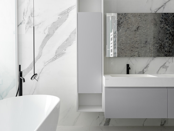 Фото №9 - Минималистская квартира 132 м² с ванной за стеклом