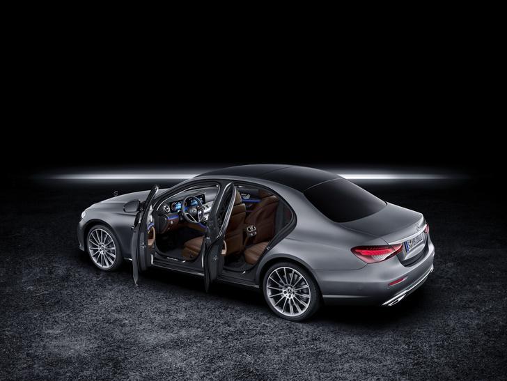 Фото №1 - Обновленный Mercedes-Benz E-класса оказался дороже BMW
