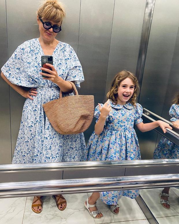 Фото №2 - Анна Михалкова впервые показала лицо 6-летней дочки