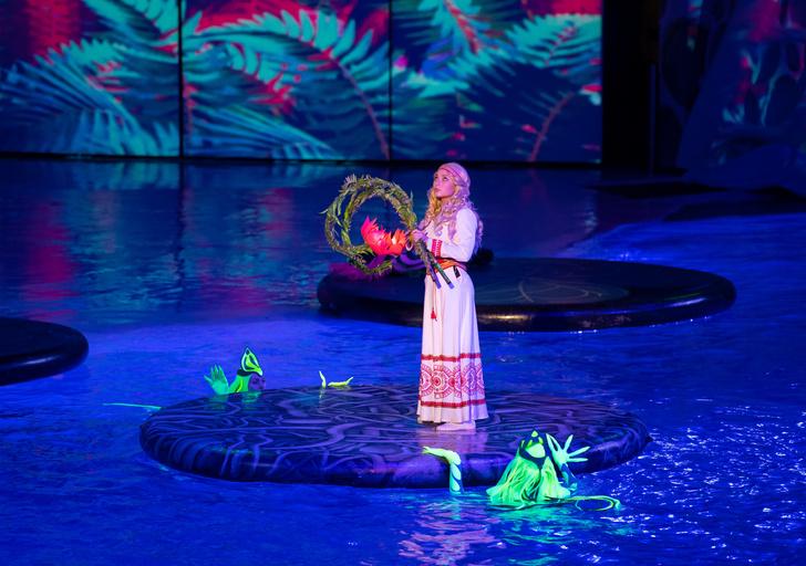 Фото №2 - Куда сходить на выходных: мюзикл на воде «Сон в летнюю ночь» 💫
