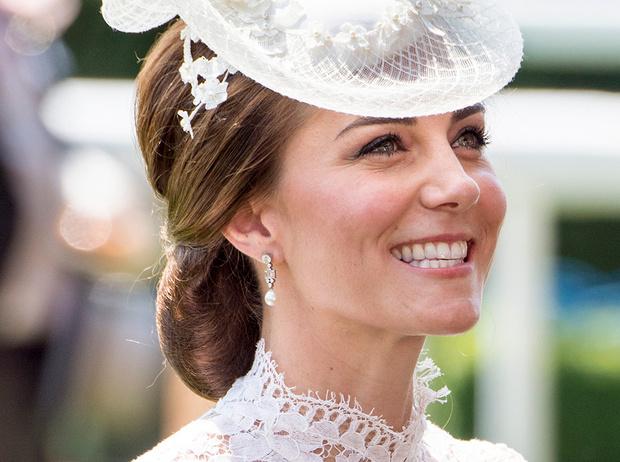 Фото №20 - Из простолюдинок в аристократки: как Кейт Миддлтон изменилась за 10 лет рядом с Королевой