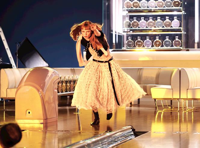 Фото №5 - Страйк: новый рекламный ролик Chanel