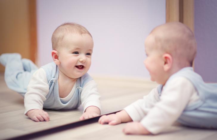 почему ребенка нельзя показывать в зеркало: психолог