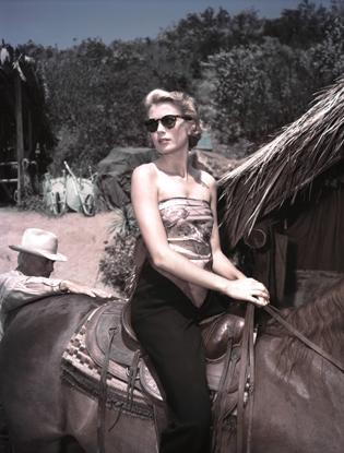 Фото №8 - От гладиаторов к «авиаторам»: история солнцезащитных очков