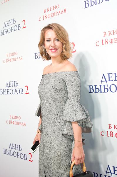 Фото №2 - Ксения Собчак вернулась к образу абсолютной блондинки