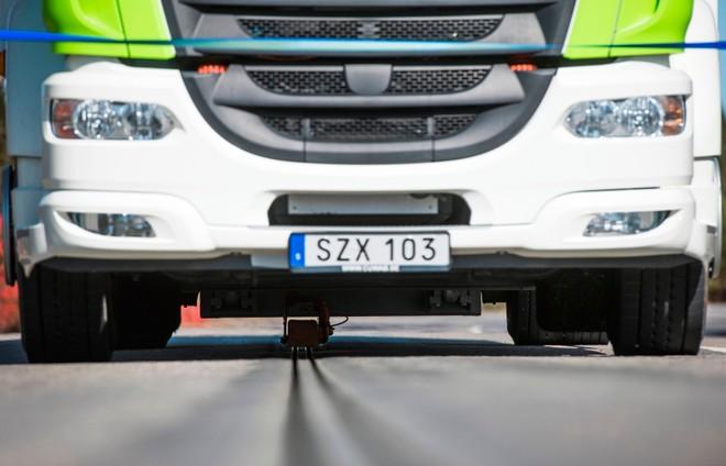 Фото №1 - В Швеции появилась «дорога-батарейка»