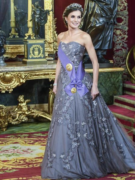 Фото №1 - 15 нереально красивых летних платьев королевы Летиции