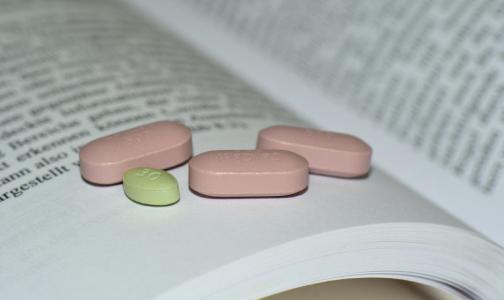 Фото №1 - Эксперт: Принимать лекарства от ВИЧ для профилактики и лечения коронавируса без врачебного наблюдения опасно