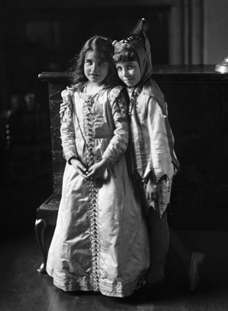 Фото №2 - Улыбчивая королева: 8 самых любопытных фактов о прабабушке принца Уильяма