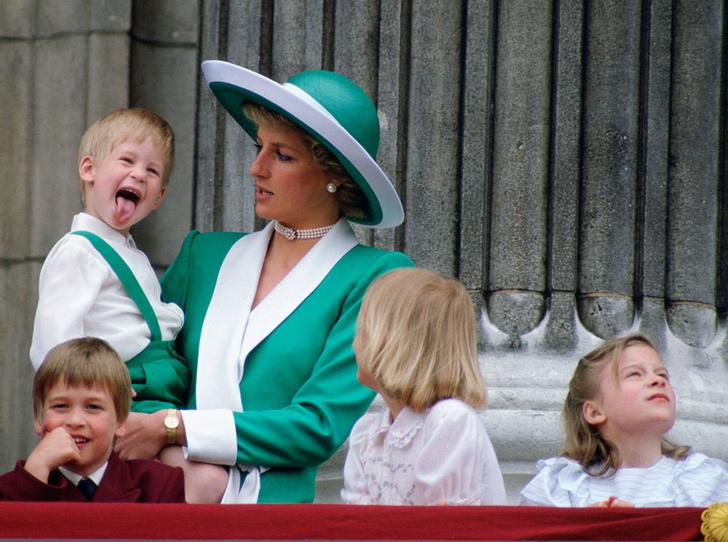 Фото №2 - Как герцогиня Кейт копирует стиль воспитания принцессы Дианы
