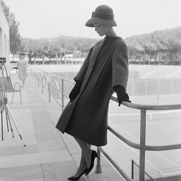 Фото №2 - Труакар: раскрываем секреты самого загадочного предмета женского гардероба