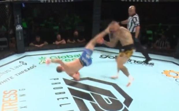 Фото №1 - Ветерана UFC отправили в нокаут ударом «раскат грома» (видео)