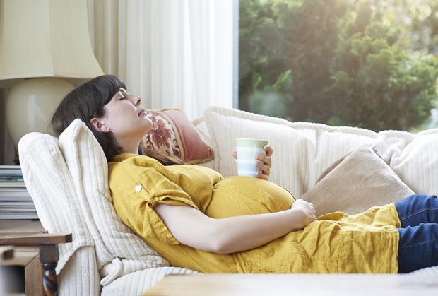 Как правильно спать беременным: на правом боку, на левом боку, на спине, на животе, как нельзя спать