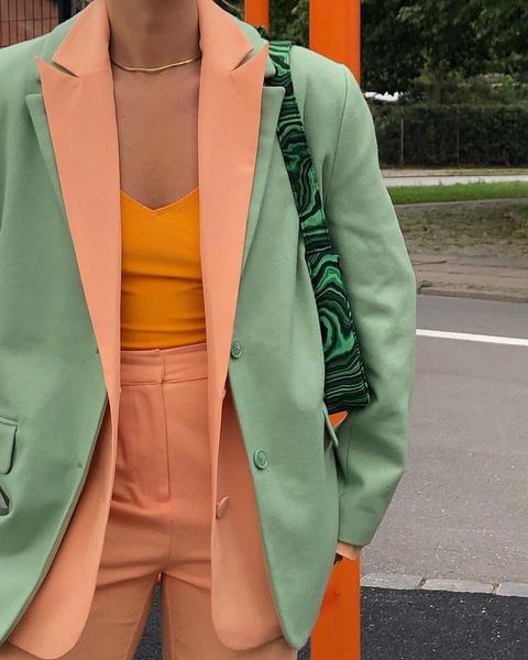 Фото №6 - Как носить color blocking зимой 2021: вдохновляемся луками fashion-инфлюенсеров