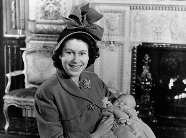 Фото №1 - Новая эпоха: как рождение принца Чарльза положило конец многовековой традиции