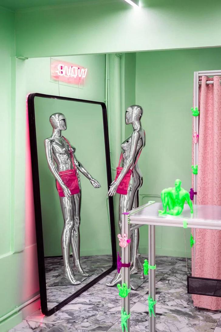 Фото №5 - Яркий магазин одежды, вдохновленный «Алисой в стране чудес»