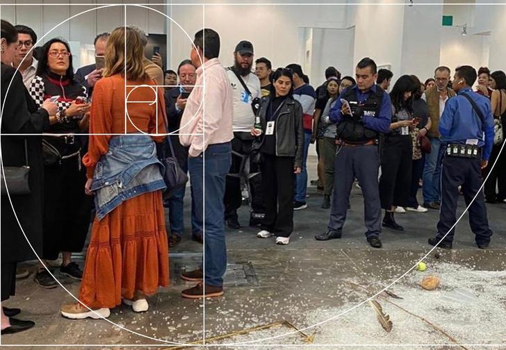 Фото №1 - В Мексике арт-критик хотела показать никчемность экспоната за 20 тысяч долларов и случайно разбила его (фото)