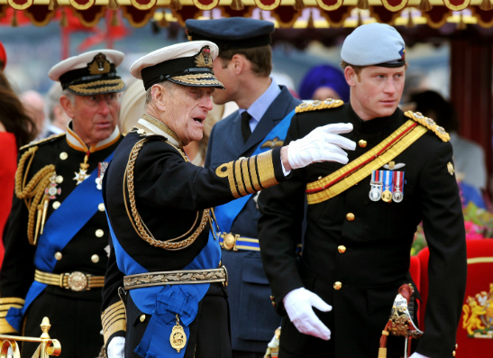Фото №1 - Военные устроили флешмоб в поддержку принца Гарри