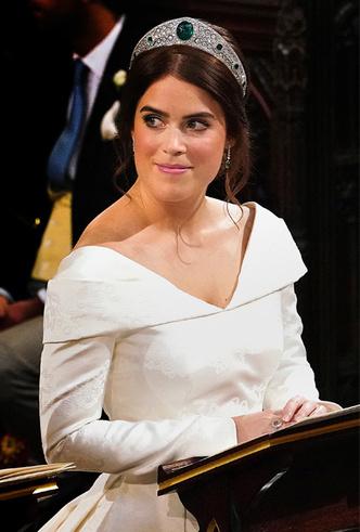 Фото №10 - Почему свадебное платье принцессы Евгении было удачнее, чем у Меган Маркл