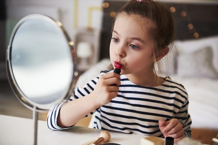 Фото №1 - Детский бьюти-бар: глупая мода или психотерапия для ребенка?