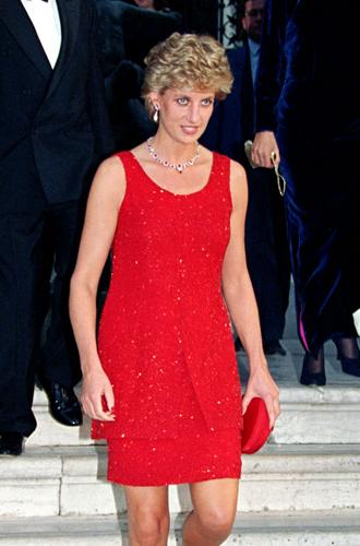 Фото №16 - 60 красных нарядов: как принцесса Диана носила любимый цвет