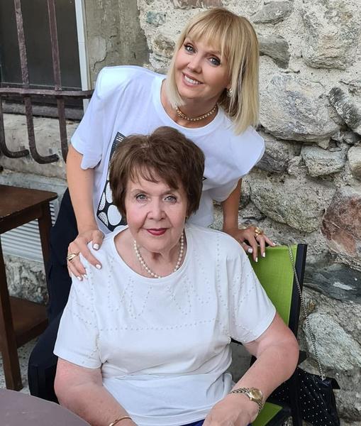 Фото №1 - Милее ничего не увидите: первая встреча 83-летней мамы Валерии с правнучкой