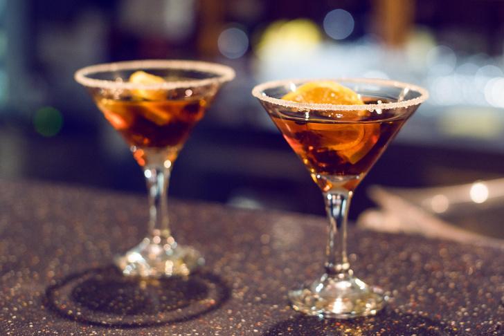 Фото №2 - Пять истинно мужских коктейлей, которые стыдно не уметь делать