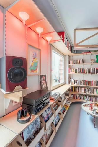 Фото №2 - Симфония цвета: маленькая многофункциональная квартира в Мадриде