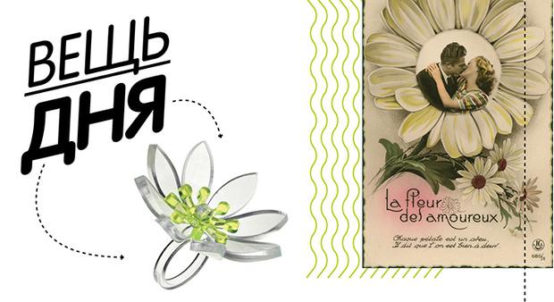 Фото №1 - Вещь дня: кольцо-цветок из прозрачного пластика