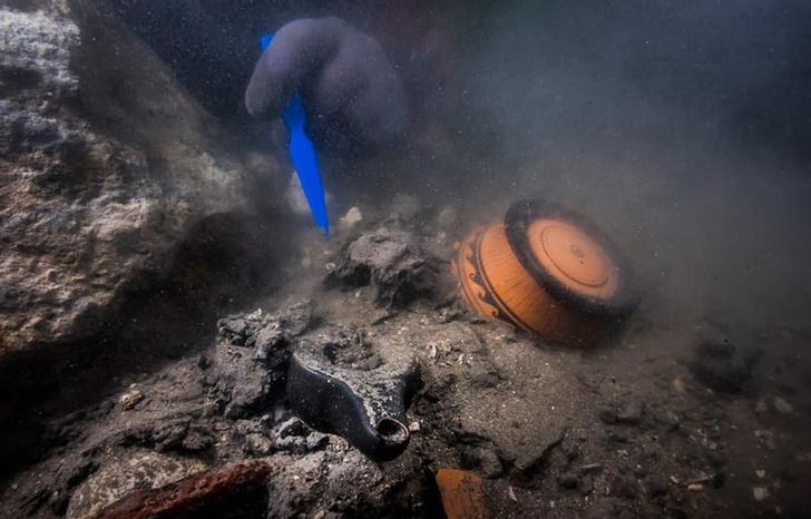 Фото №1 - В затонувшем городе в Египте обнаружили корабль возрастом более 2000 лет