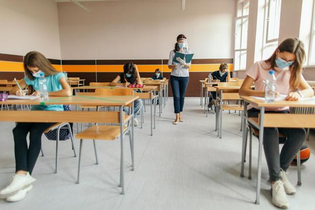 Фото №2 - Роспотребнадзор прокомментировал информацию о дистанционном обучении с 20 сентября
