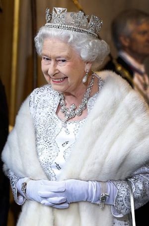 Фото №12 - Секреты Елизаветы: 8 новых историй о гардеробе Королевы
