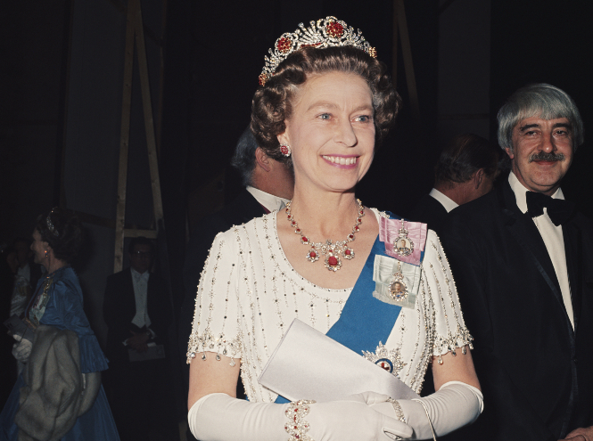 Фото №4 - Королевские драгоценности: самые роскошные украшения Елизаветы II