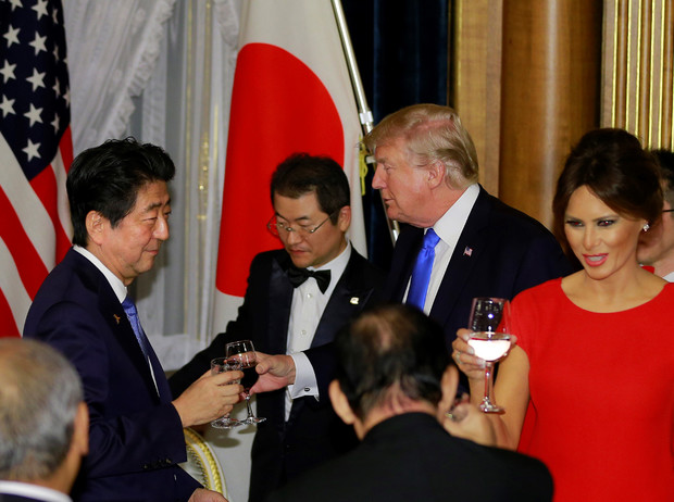Фото №3 - Как «девушка Трампа» Хоуп Хикс затмила Меланию Трамп в Японии
