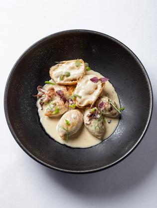 Фото №2 - Что едят шеф-повара: жареные кальмары с луковым пирогом