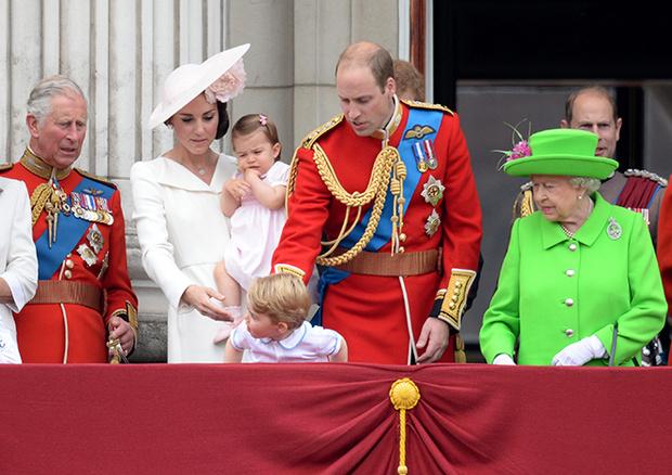 Фото №9 - Принцесса Шарлотта и принц Джордж стали главными героями «балконного шоу»