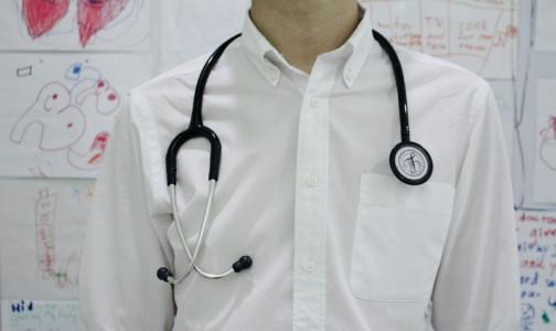 Фото №1 - В больницах и поликлиниках страны к концу года ждут 40 тысяч новых врачей и медсестер