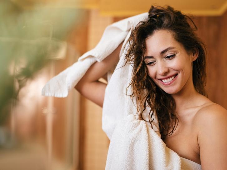 Фото №1 - 5 вещей, которые нельзя делать с мокрыми волосами