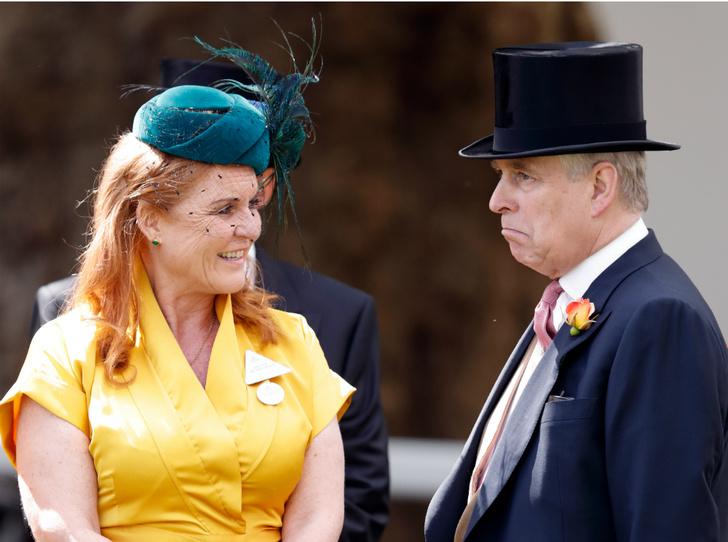 Фото №1 - Хороший принц Эндрю: как Сара Фергюсон помогает бывшему мужу «отбеливать» репутацию