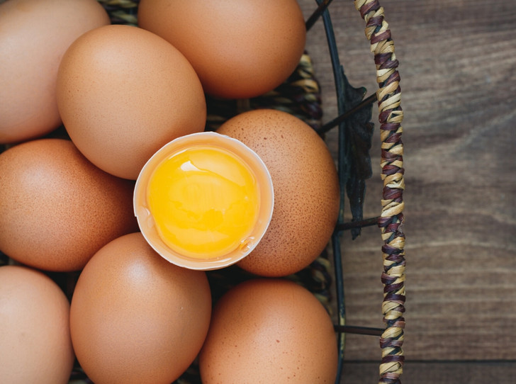 Фото №1 - Как правильно выбирать яйца: полезные советы и интересные факты